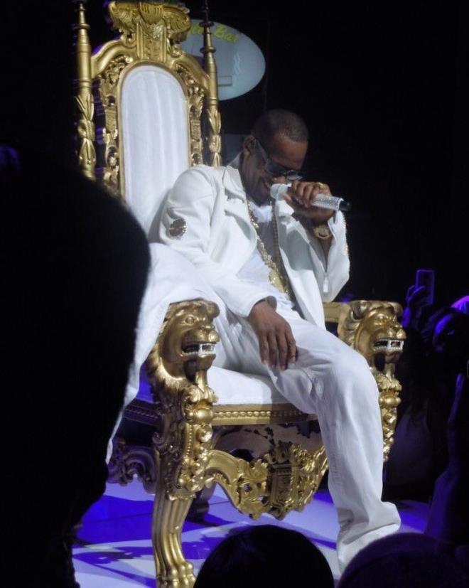 Fuhuş ticareti ve şantajdan suçlu bulundu! Amerikalı şarkıcı R Kelly'ye ömür boyu hapis yolu göründü