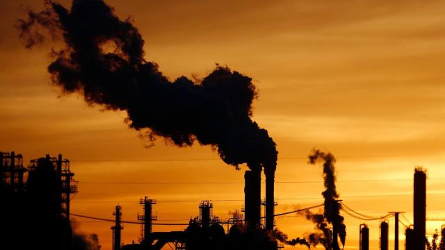Enerji tedarikinde fosil yakıtlar: Mecburiyet mi felaket mi?