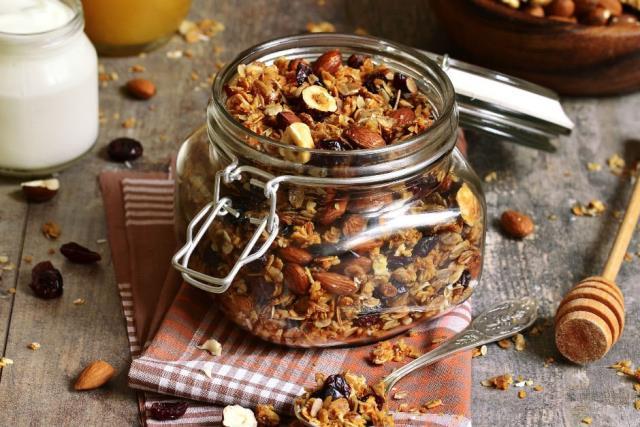 Granola ve müsli ile sağlıklı kahvaltı alternatifleri