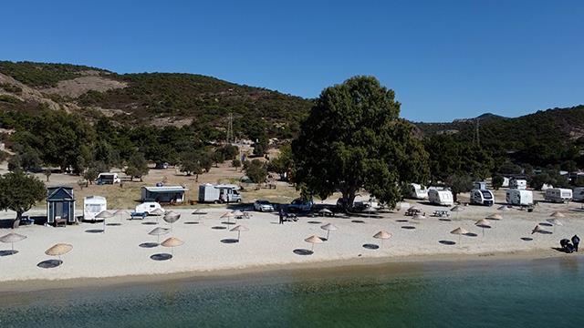 Okullar açıldı sahiller boşaldı Foça 'da turizm bitti