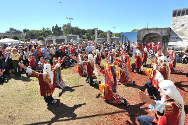 Los Angeles'te Türk Halk Oyunları