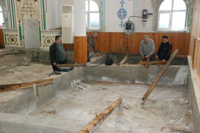 Mollabey Camii'nde Tadilat Çalışmaları Sürüyor