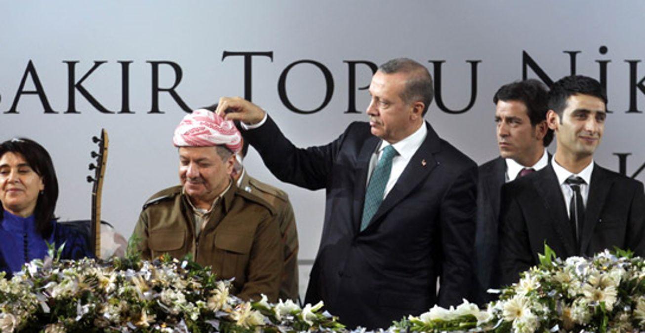 Erdoğan, Barzani'nin Kafasındaki Konfetileri Topladı - Haberler