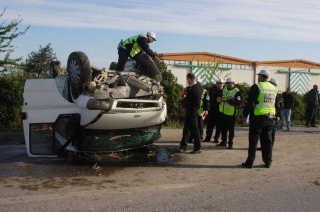 Tarım İşçilerini Taşıyan Minibüs Takla Attı: 13 Yaralı