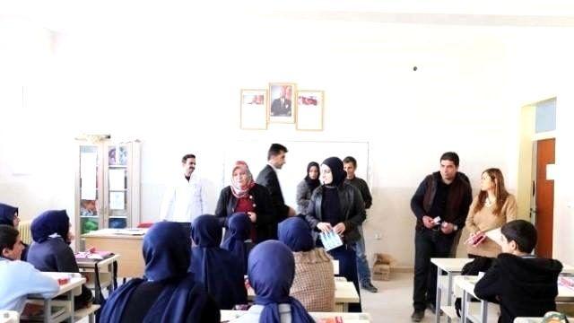 Gürpınar Belediyesi Diş Fırçası ve Macun Dağıttı