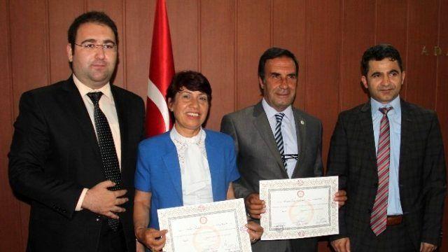 Hdp'nin İlk Azeri Adayı Mazbatasını Aldı