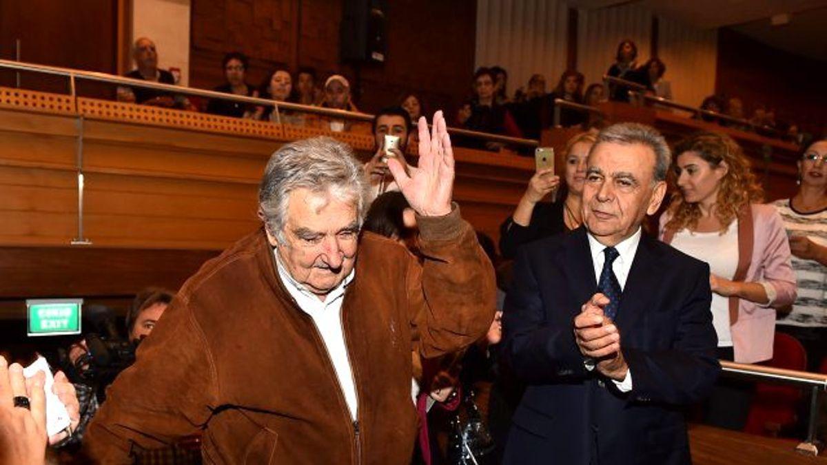 İzmir'de Mujica İzdihamı