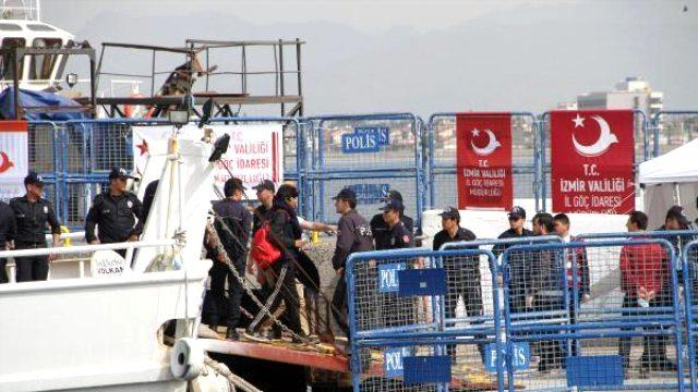 Midilli Adası'ndan Yeni Mülteci Grubu Dikili Limanı'na Geldi (3)