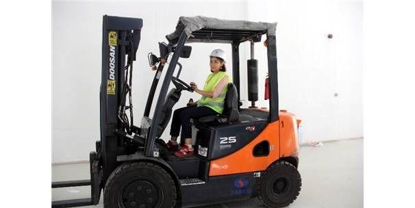 Azimli Kadınlar Forklift Sınavı İçin Ter Döktü