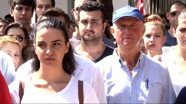 İzmir Kapatılan Vakıf Üniversitelerinin Öğrencilerinden Basın Açıklaması
