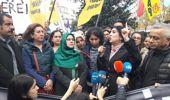 İzinsiz Yürüyüş Yapan HDP'li Gruba Polis Müdahalesi