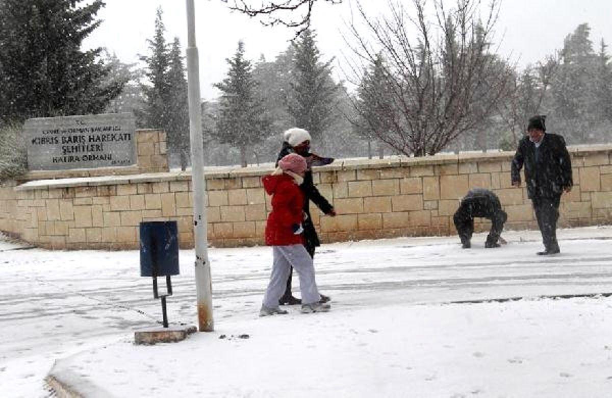 Mut ve Silifke'ye 15 Yıl Sonra Kar Yağdı