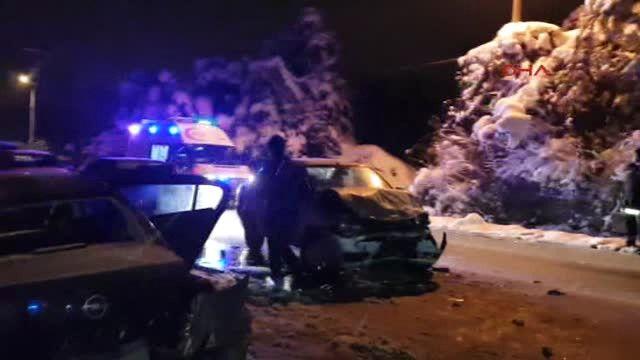Sakarya Otomobil Buzlanan Yolda Kaydı: 5 Yaralı