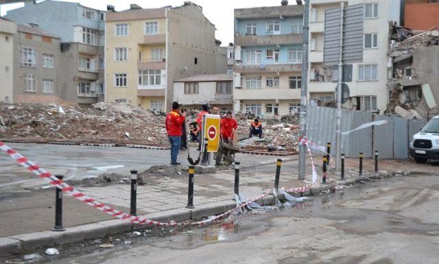 Çöken Binanın Enkazı Caddeden Kaldırıldı