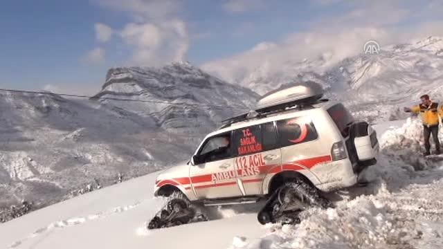 Köyde Rahatsızlanan Çocuğun İmdadına Paletli Ambulans Yetişti