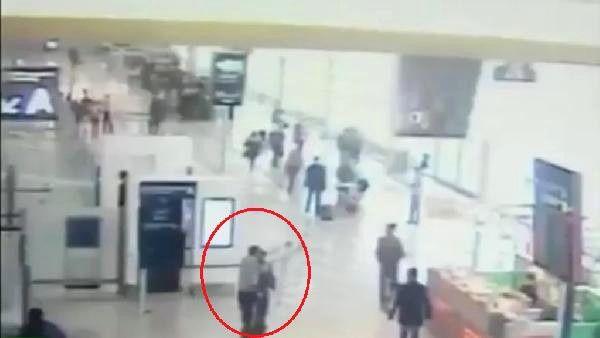 Paris Orly Havalimanı Saldırısının Güvenlik Kamerası Görüntüleri Yayınlandı