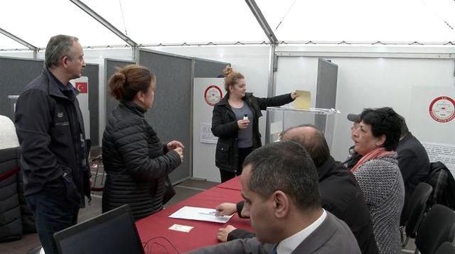 Ukrayna'daki Türk Vatandaşları, Referandum İçin Oylarını Kullandı