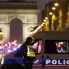 Paris'te Champs-Elysees Bulvarında Polise Silahlı Saldırı (2)