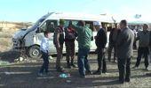 Yolcu Otobüsü Tıra Çarptı; 8 Yaralı
