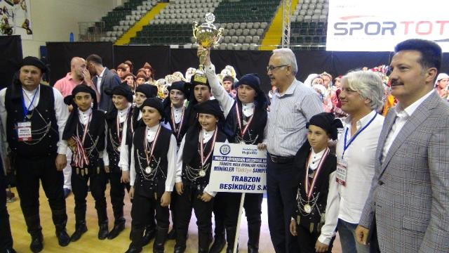 Halk Oyunları Düzenlemesiz Dal Türkiye Şampiyonu Trabzon