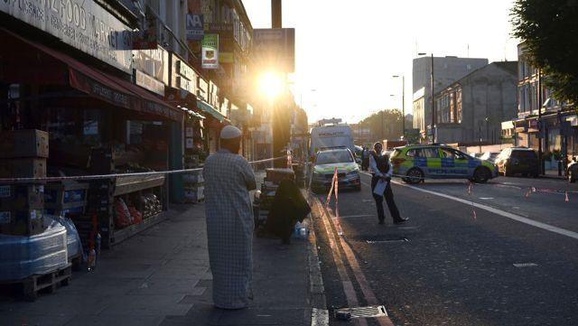 Londra'nın Kuzeyinde Araç Yayalara Çarptı: Yaralılar Var