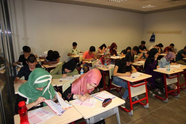 Akademi Lise Olmak İçin Sınava Giriyorlar