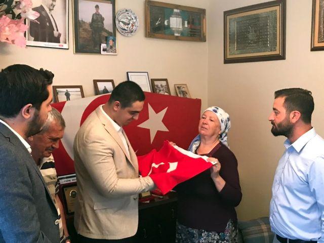 Aliağalı Şehidin Ailesinden Cumhurbaşkanına Türk Bayrağı