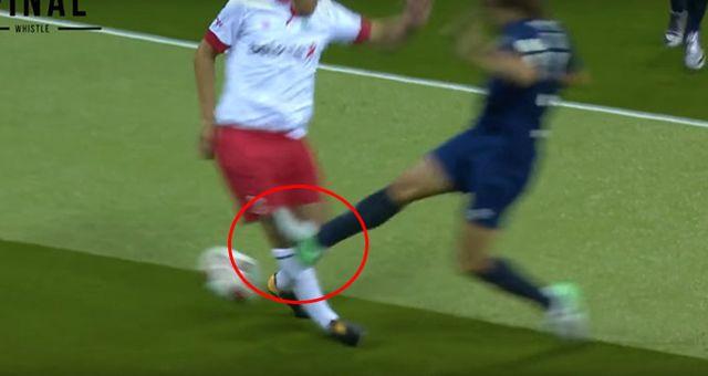 Carles Puyol, Gösteri Maçında Phil Neville'ın Az Kalsın Ayağını Kırıyordu