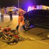 Birbirlerini Çeken Motosikletlere Otomobil Çarptı: 2 Yaralı