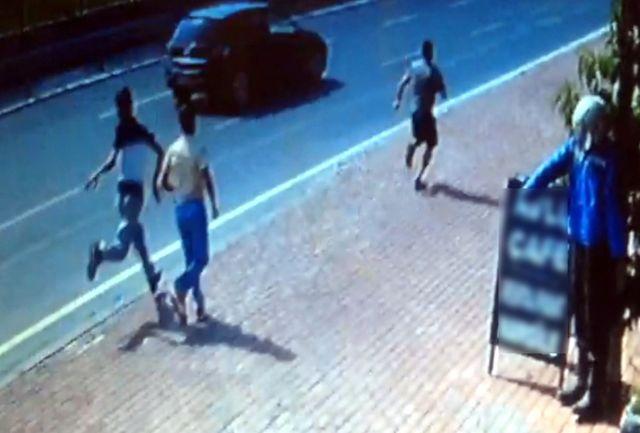 Turistin Çantasını Kapkaççılardan Geri Alan Genç Dayak Yedi