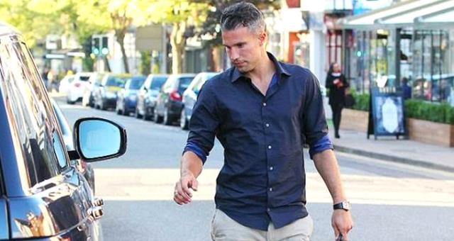 Fenerbahçe, Robin van Persie'nin Menajerini İstanbul'a Çağırdı