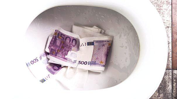 Binlerce Euro Tuvalete Sıkıştı