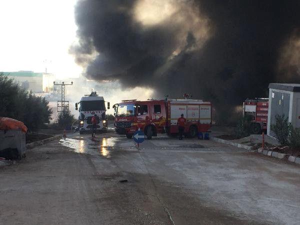 Adana'da Korkutan Fabrika Yangını (1)