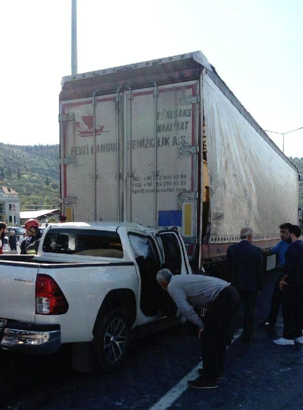 Binaya Çarpan Tır'ın Sürücüsü Öldü (2)