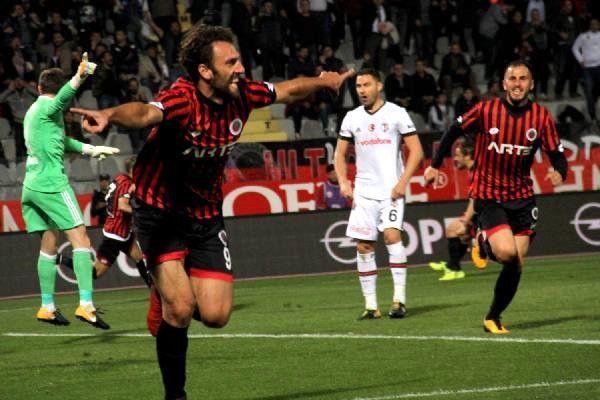Beşiktaş 10 Kişi Kaldığı Maçta Gençlerbirliği'ne 2-1 Mağlup Oldu