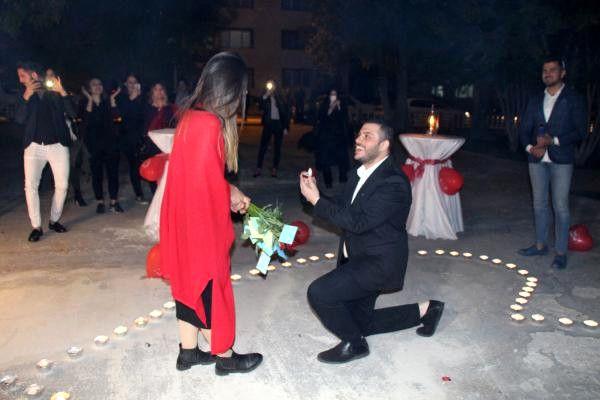Doğum Gününde Sürpriz Evlilik Teklifi Aldı