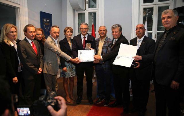 Başkan Akpınar'a 'Cumhuriyet Üstün Hizmet Ödülü'