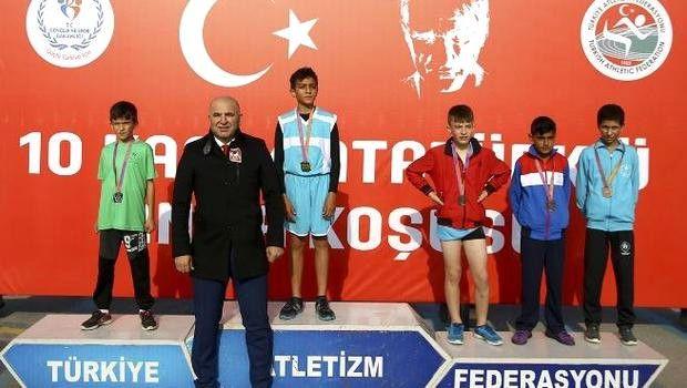 Genç Atletler Atatürk İçin Koştu!
