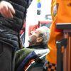Evinde Yangın Çıkan ve Son Anda Kurtarılan Yaşlı Adam, Hastaneye Gitmemek İçin Direndi