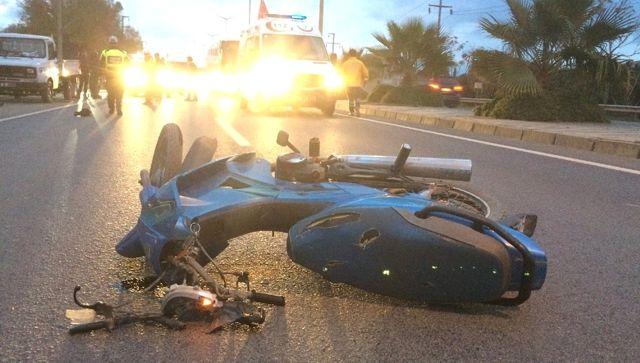 Motosikletli Emniyet Şeridindeki Araca Çarptı