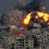 İsrail, Tanklar ve Savaş Uçaklarıyla Gazze'yi Vurdu