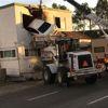 ABD'de Aşırı Hızla Giden Araç Takla Attı, Binanın İkinci Katına Girdi