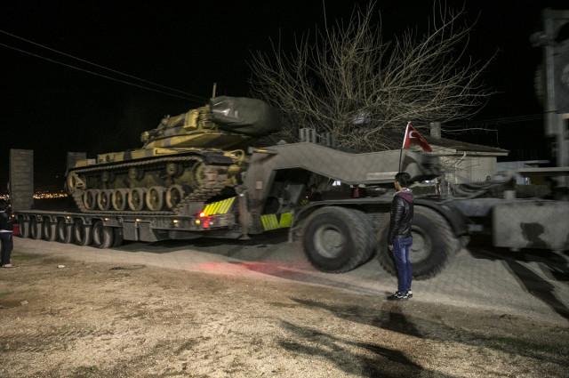 tanklar-oncupinar-sinir-kapisindan-gecip-suriye-10477133_4433_m.jpg
