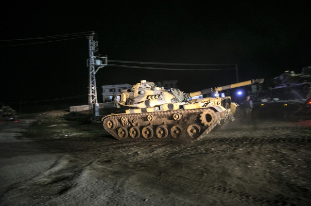 tanklar-oncupinar-sinir-kapisindan-gecip-suriye-10477133_6665_m.jpg