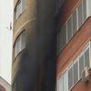 Yangından Kurtulmak İçin Önce Çocuğunu Camdan Attı, Sonra Kendi Atladı