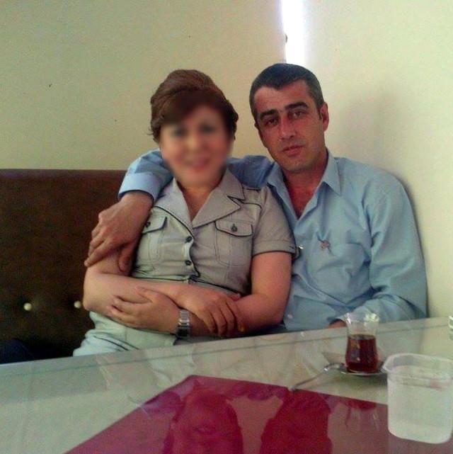 Zonguldak'ın Ereğli ilçesinde boşanma davası açan eşi Yeliz Ö.'nün otomobilinin altına internetten inceleyerek çocuğunun oyuncak arabasının parçaları ve dinamitle yaptığı bomba düzeneğini yerleştiren Sezai Ö.'nün 20 yıl hapis cezası istemiyle tutuklu yargılanmasına başlandı.   Sungurlu Haber