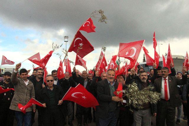 800 Muhtar Mehmetçiğe Destek İçin Sınırda