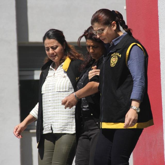 Suç Makinesi Kadını Saç Tokası Ele Verdi, Biri Hamile İki Hırsız Yakalandı