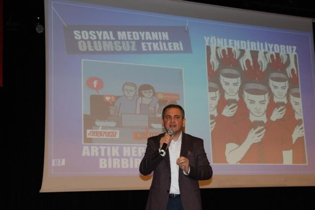 Mersin'de 'Sosyal Medya Etkileri' Semineri