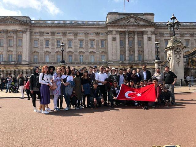 Öğrenciler İngiltere'de Eğitim Alıyorlar